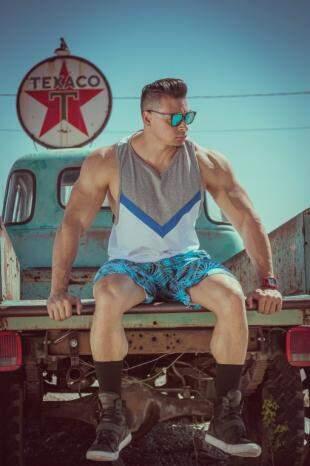 Felipe Franco com moda masculina fitness wear da CorpoBelo.
