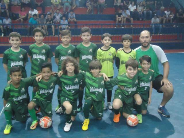 Meninos da Escolinha Pelezinho terão novas competições neste ano (Foto: Divulgação)