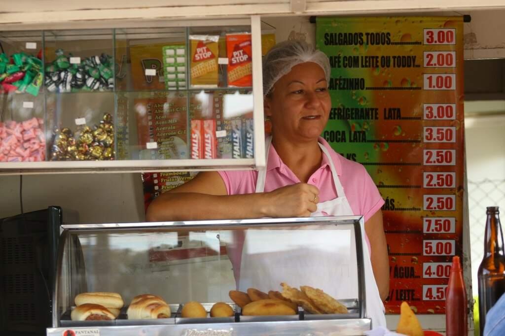 Marinês virou ouvinte de todo tipo de história que passa pelo lugar. (Foto: André Bittar)