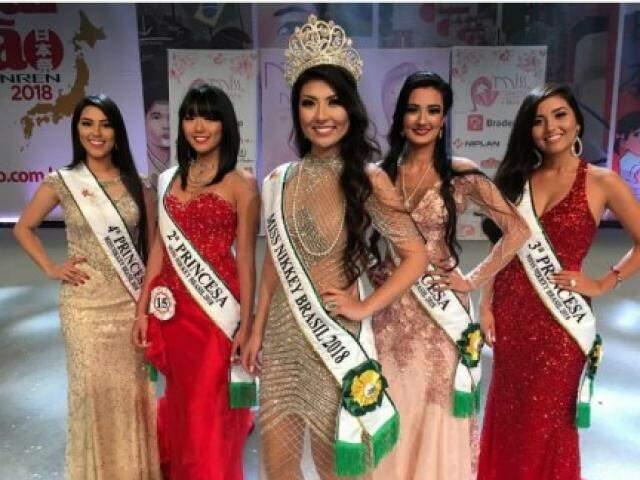 Nathalia ao lado de outros destaques no Miss Nikkey 2018 (Foto: Reprodução/Instagram)