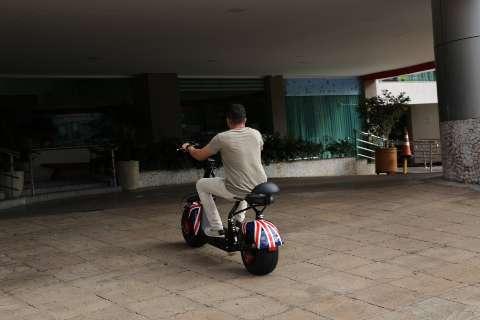 Quanto custa trocar carros e motos por bicicletas e patinetes elétricos?