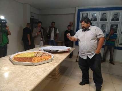 """""""Câmara virou uma grande pizzaria"""", protesta autor de pedido de cassação"""