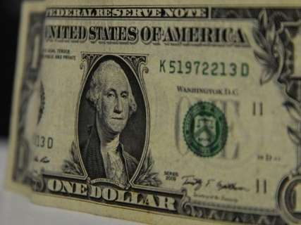 Dólar sobe e fecha a R$ 3,93, após votação da Previdência na CCJ ser adiada