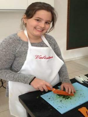 Valentina aprendendo sobre cortes - Foto Divulgação