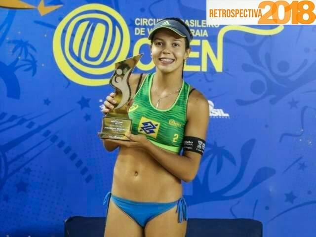 Victoria Lopes ganhou prêmio de revelação do vôlei de praia (Foto: CBV/Divulgação)