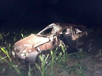 Idoso morre após perder controle em curva e veículo capotar na BR-060