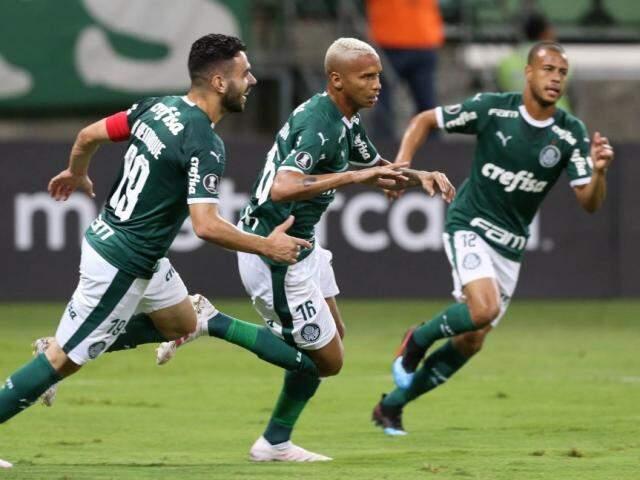 Ao centro da imagem o jogador Deyverson que abriu o placar no jogo desta noite. (Foto: Cesar Greco/Ag Palmeiras/Divulgação)