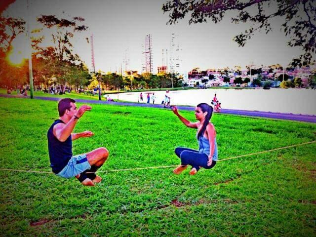 Yogaline exige, além de equilíbrio, concentração. (Foto: Divulgação)
