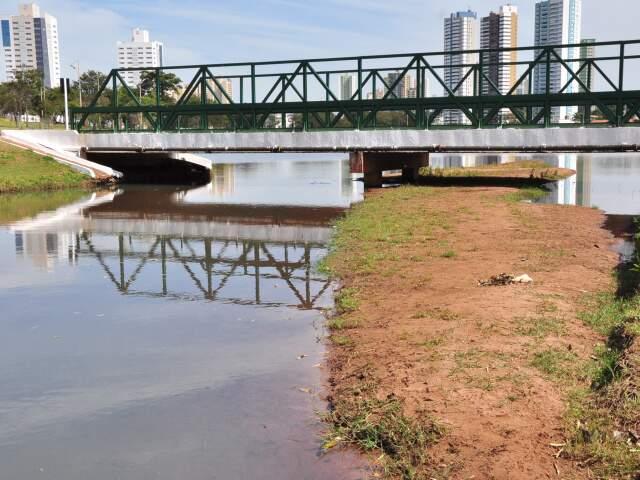 """Cartão postal em Campo Grande, lago será """"esvaziado"""" para processo de desassoreamento."""