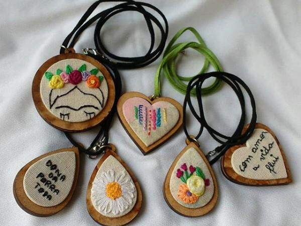 Colares artesanais encorajadores. (Foto: Arquivo Pessoal)
