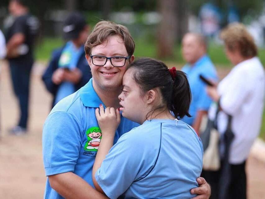 Há 25 anos, instituição luta pelo desenvolvimento de pessoas com Síndrome de Down.  (Foto: Reprodução Facebook Juliano Varela)