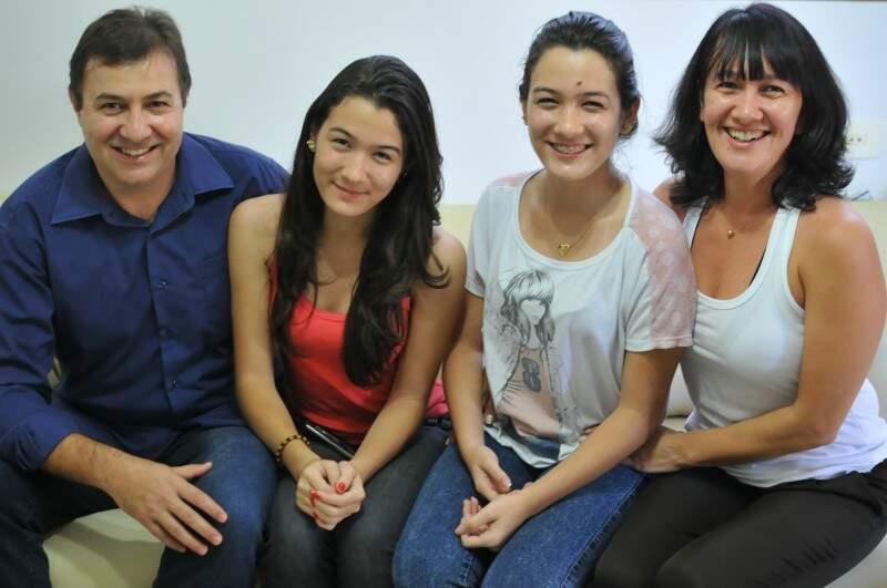 João, as filhas e a esposa.