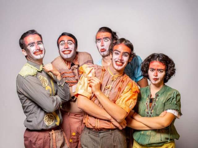 """Grupo Fulano di Tal apresenta a peça """"Do Bem-Amado"""" (Foto: Hélton Perez/ Vaca Azul)"""