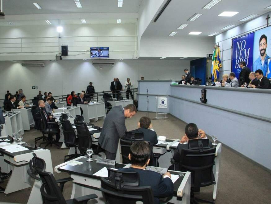 Vereadores durante a sessão desta terça-feira (Foto: CMCG/Divulgação)