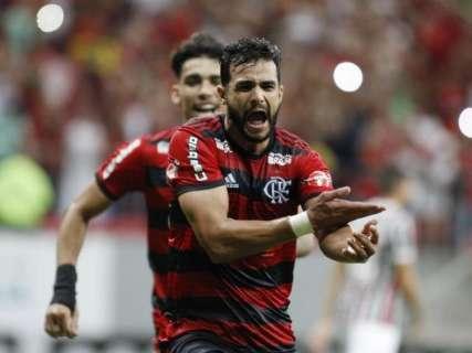 Flamengo faz 2 a 0 no Fluminense e se mantém líder do Brasileirão