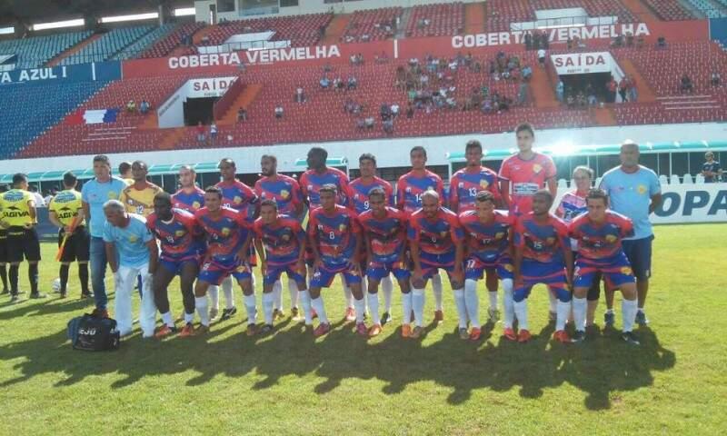 Equipe da Serc em formação durante a partida desta tarde 18, no Morenão. (Foto: Divulgação Facebook Serc)
