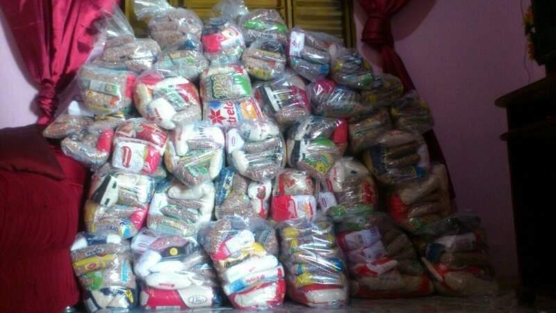 Alimentos arrecadados serão doados à igreja. (Foto: Divulgação)