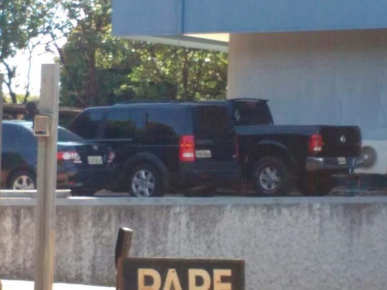 Veículos apreendidos no estacionamento da superintendência (Foto: Marcos Ermínio)