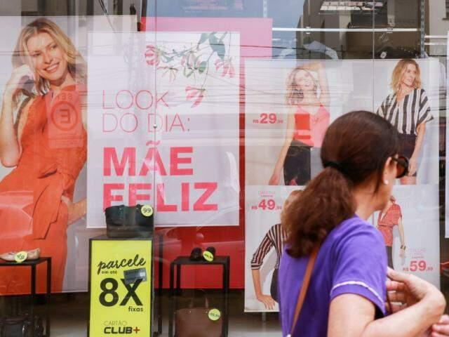 No sábado, véspera do Dia das Mães, lojistas investiram na propaganda do segundo melhor dia de vendas do ano (Foto/Arquivo: Henrique Kawaminami)