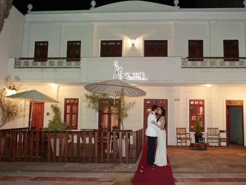 Fachada apaixonante foi o que levou os noivos Túlia e Fernando a escolherem um mini-casamento no restaurante Navarro. (Foto: Regina Aoki)