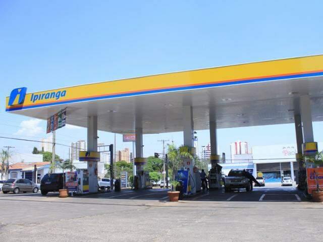Posto de combustível localizado na Avenida Eduardo Elias Zahran, em Campo Grande (Foto: Marina Pacheco)