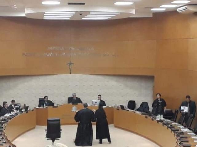 Sessão que manteve prisão de Jamil Name, filho e 2 policiais civis foi realizada ontem no Tribunal de Justiça.