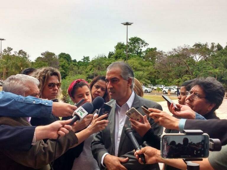 Chefe do executivo Reinaldo Azambuja em entrevista durante abertura da 6ª Conferência das Cidades (Foto: Mayara Bueno)