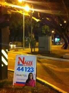 """Candidatos ignoram regras e propagandas """"dormem"""" na rua"""