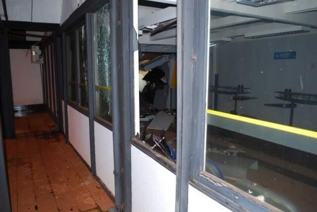 Caixas foram explodidas em Aral Moreira no mês passado. (Foto: Aral Moreira News)