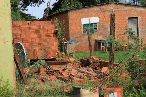 Placar da destruição: 150 casas, 100 árvores, duas escolas e um hospital