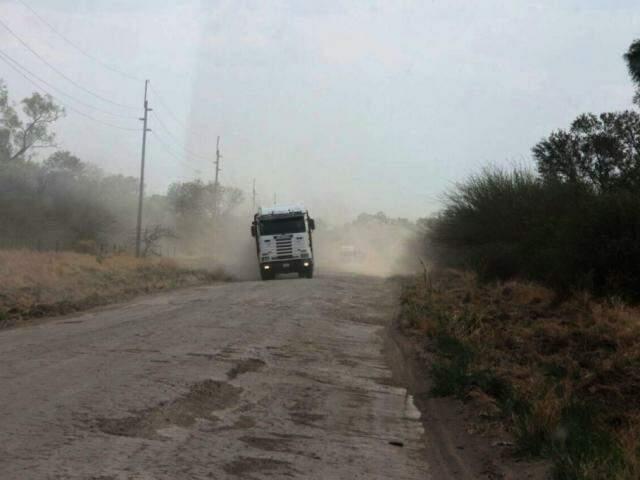Situação de estrada paraguaia é precária (Foto: Governo de MS/Silvio Andrade)