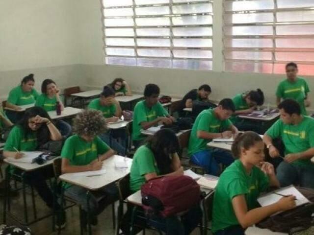 Alunos da Escola Estadual Amélio de Carvalho Baís, que oferece tempo integral (Foto: Christiane Reis)