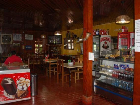 Na BR-163 local oferece comida e conforto aos visitantes. (Foto: Silas Souza)