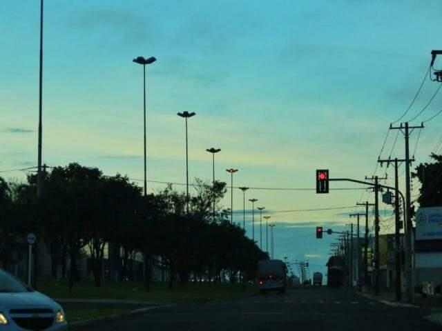 Céu com poucas nuvens, por volta das 6h30 da manhã (Foto: André Bittar)