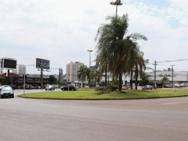 Uma das rotatórias alvo de reforma no cruzamento entre Joaquim Murtinho e Ceará (Foto: Henrique Kawaminami)