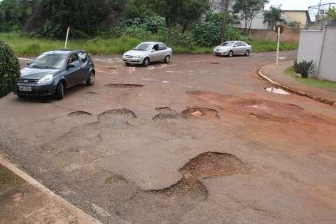 Prefeitura abre licitação para tapa-buraco, após empresas pararem serviço