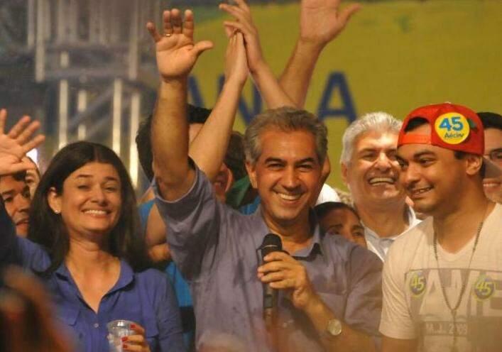Reinaldo comemora a vitória sobre Delcídio, no segundo turno das eleições (Foto: Alcides Neto)