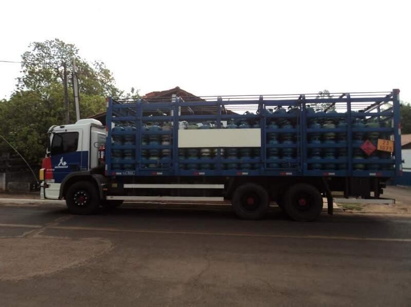 Caminhão foi apreendido na MS-359, em Coxim. (Foto: Divulgação/ PMA)
