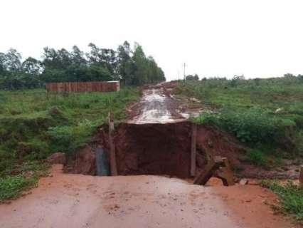 Estrago provocado pela chuva isola assentamento no interior de MS