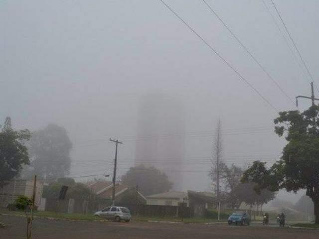 Quarta-feira amanhece com neblina em Ponta Porã. (Foto: Ponta Porã Informa)
