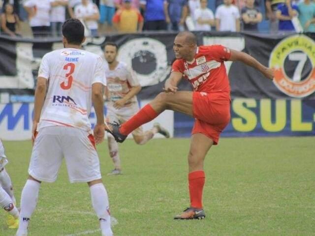 Aloísio enfrentou o atual time durante a disputa da final do Estadual neste ano  (Foto: Divulgação/ECC)
