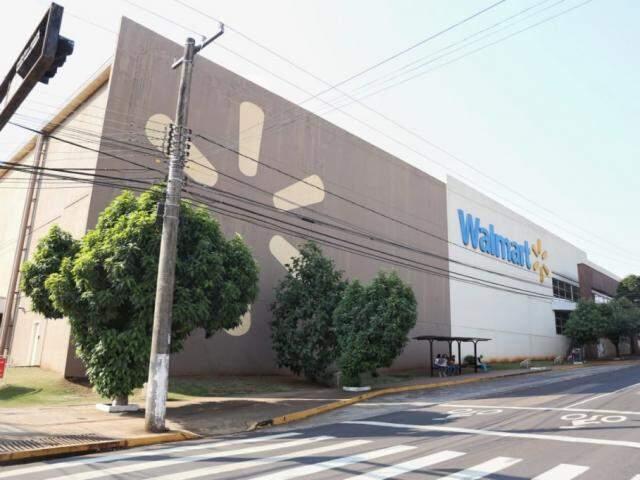 Loja do Walmart em Campo Grande foi inaugurada em 2008 e agora vai se chamar Big. (Foto: Paulo Francis)