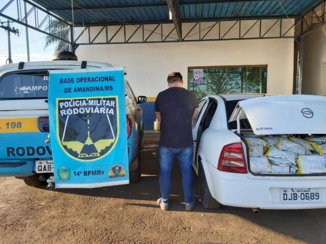 Flagrante ocorreu durante fiscalização na MS-376. (Foto: PMR/Divulgação)