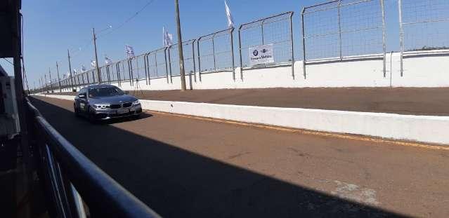 Concessionária realiza evento de test-drive no autódromo da Capital