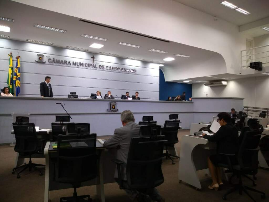 Vereadores ficaram reunidos durante 1h15 na sala da presidência (Kleber Clajus)