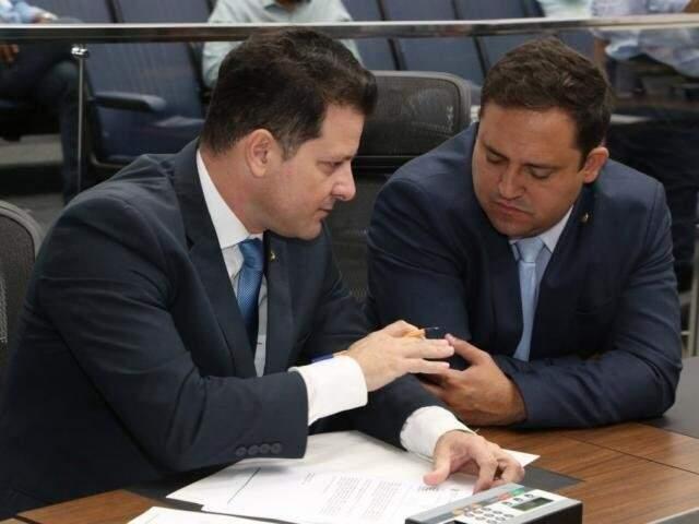 Deputados Renato Câmara (MDB) e Márcio Fernandes (MDB), durante sessão (Foto: Assessoria/ALMS)