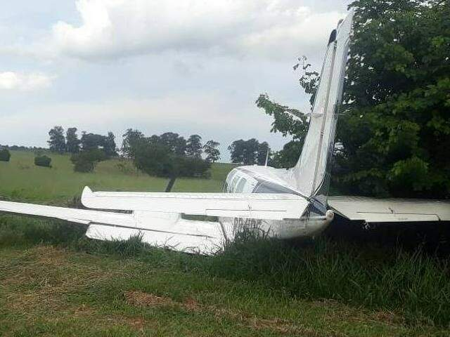 Avião de Ponta Porã que derrapou ao pousa em Atibaia e que carregava droga, segundo a polícia (Foto: Divulgação)