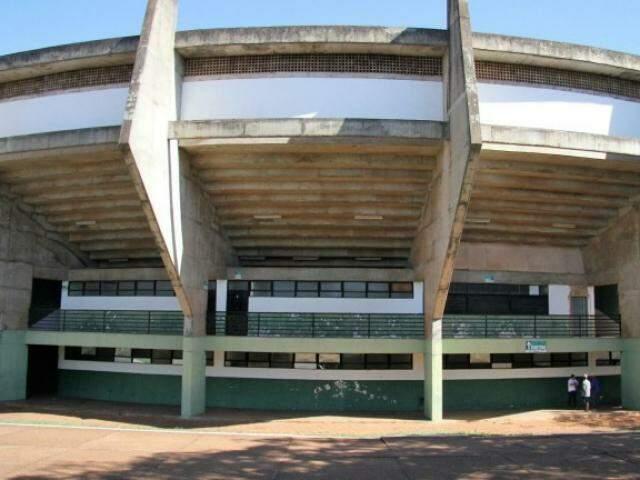 Ginázio foi fechado em 2013 pelo Corpo de Bombeiros por falta de projeto de controle e prevenção de incêndio. (Foto: Divulgação/PrefeituraMunicipal)