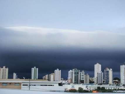 Chuva isolada atinge Campo Grande e ventos devem ser moderados