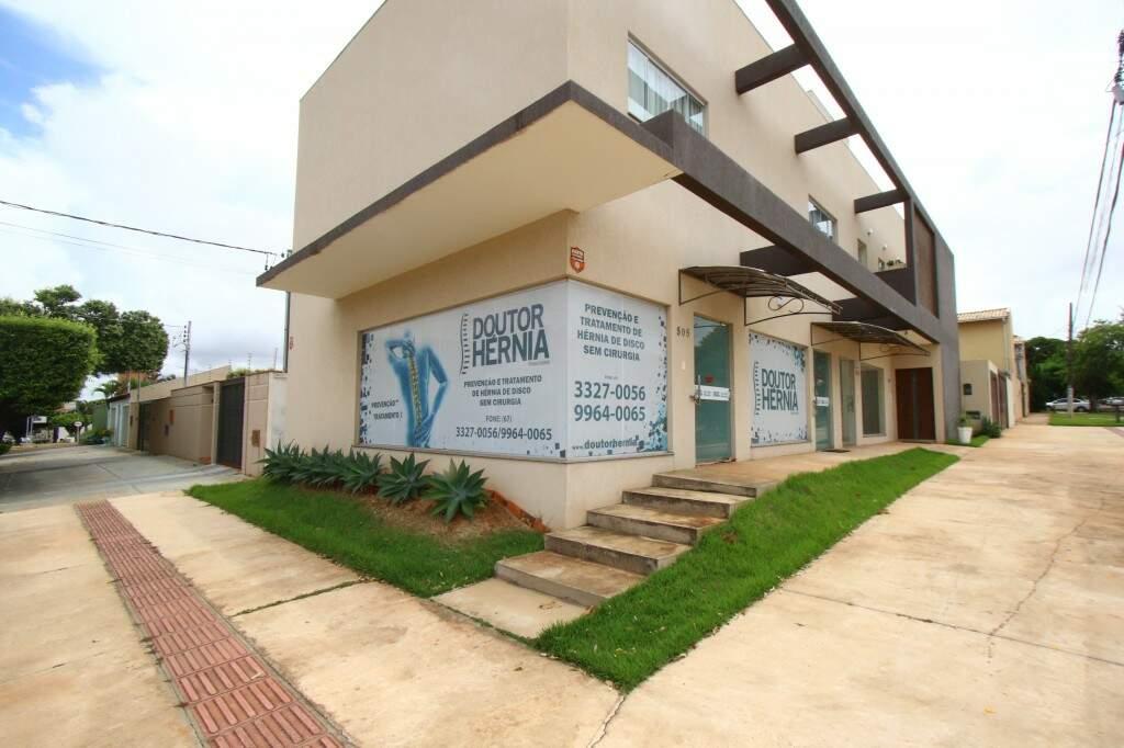 A Clínica funciona na Rua João Akamine, 505, Bairro Santa Fé.